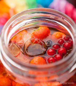 Homemade ijsthee van rood fruit