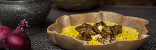 Rosbiefsaté met currysaus